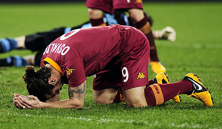 """שחקן רומא. על פי סקר שנערך על ידי מגזין """"פור־פור־טו"""" 70% מהכדורגלנים באנגליה וסקוטלנד אומרים ש""""דיכאון"""" זו בעיה שכיחה למדי בקרב כדורגלנים. רבים מהם מספרים שחוו סוגי דיכאון משלהם"""