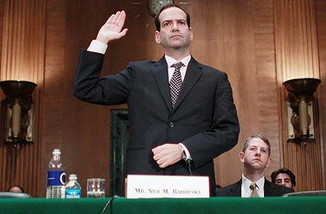 """ניל ברופסקי בטקס השבעתו למפקח על תוכנית חילוץ הבנקים, נובמבר 2008. """"הציבור צריך לכעוס אפילו יותר מכפי שהוא כועס"""""""