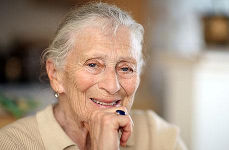 זקנה זיקנה זקנים פנסיה קמטים, צילום: שאטרסטוק