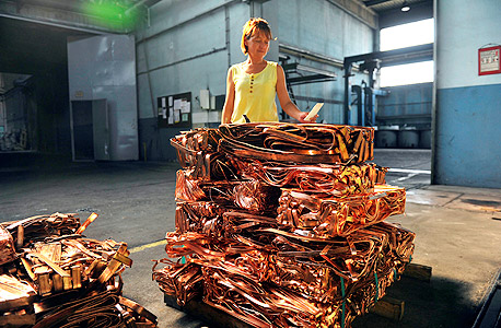 מפעל נחושת, צילום: בלומברג