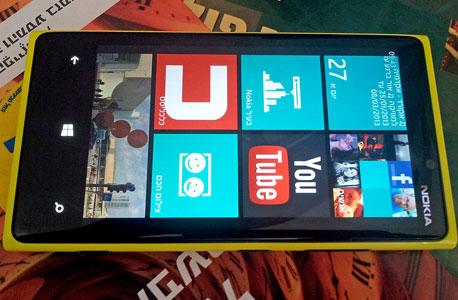 מסך מצוין, אשר לא מתרגש מתאורה ישירה. Lumia 920