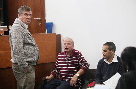 גולן מדר (מימין), אלי העליון ואבי לוי בבית המשפט