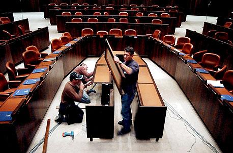 התקנת שולחן הממשלה הנוסף עם תחילת כהונת נתניהו השנייה ב-2009