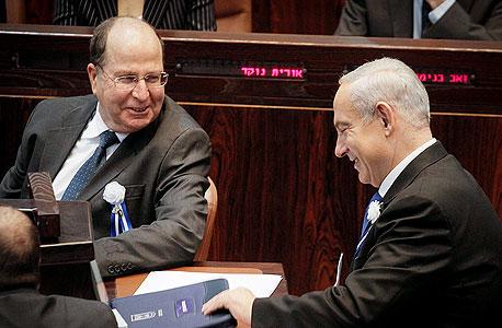 ראש הממשלה (מימין) ושר הביטחון. יעלון שמח לשמוע את דברי נתניהו