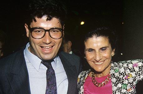 """רני רהב הצעיר עם לאה רבין, 1989. פינטו: """"בכל דבר אני שואל את עצמי מה הוא היה מחליט, ומתנהג אותו הדבר"""""""