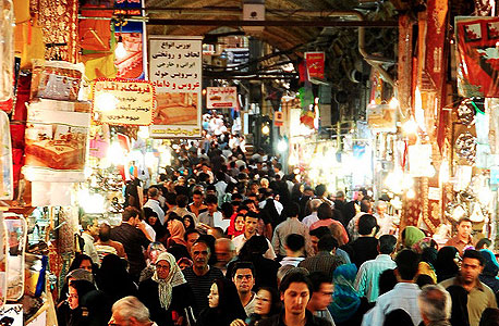 שוק בטהראן. האינפלציה זינקה ב־50% לפחות בשנה האחרונה