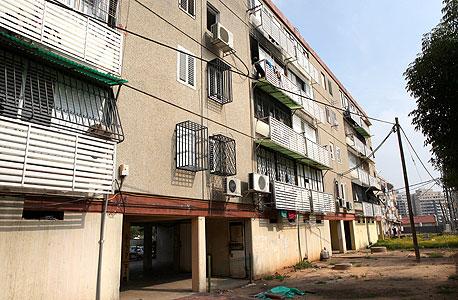 שכונה בבאר יעקב המיועדת לפינוי בינוי (ארכיון), צילום: עמית שעל