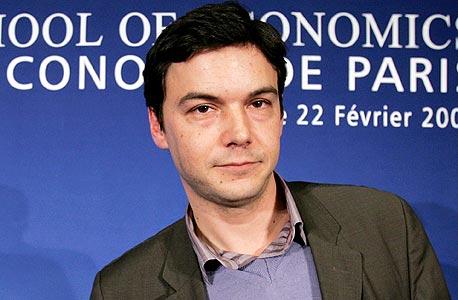"""פיקטי בפתיחת ה־PSE בפריז ב־2007. """"מקצוע הכלכלה בארצות הברית יהיר מדי ומרוכז מדי בעצמו, ואני לא בטוח שיש סיבות טובות ליוהרה הזאת"""""""