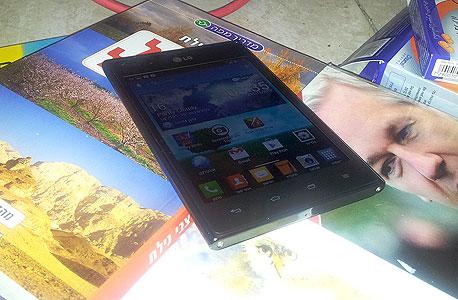LG סמארטפון אופטימוס VU פאבלט, צילום: ניצן סדן