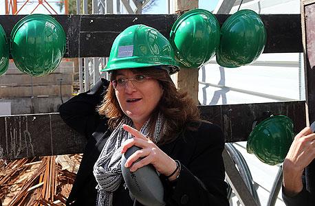 דנה עזריאלי בתו של דוד עזריאלי בפרוייקט הבנייה שלה ב הרצליה, צילום: יריב כץ