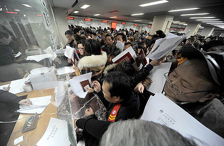 סינים מוכרים נכסים בעקבות שמועה על מס חדש, צילום: אימג