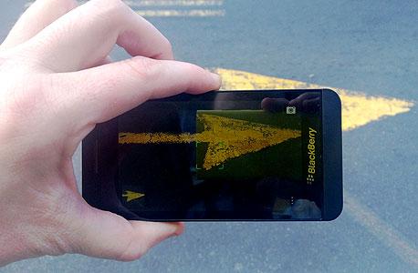 מכשיר ה-Z10 של בלקברי, צילום: ניצן סדן
