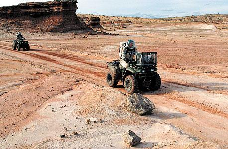 מתנדבים בתחנת ההדמיה של מאדים במדבר יוטה. לפחות 45 ארגונים אזרחיים במירוץ