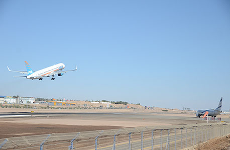 מטוס ארקיע 757-200 ממריא מ שדה ה תעופה ב אילת, צילום: יאיר שגיא