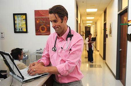 רוב התיקים הרפואיים נמצאים כיום על מחשבי הרופאים
