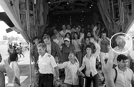 חטופי אנטבה חוזרים לארץ, צילום: דוד רובינגר