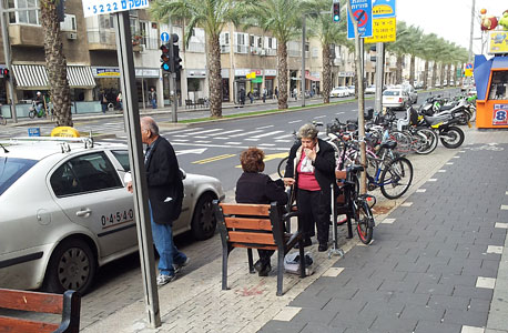 רחוב אבן גבירול תל אביב מונית זקנים פנסיה, צילום: דוד הכהן