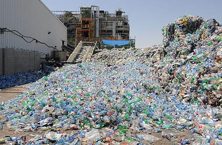 מפעל אביב למיחזור בקבוקי פלסטיק ברמת חובב. מורגנשטרן חולק גם על המספרים שהתאגיד מוסר