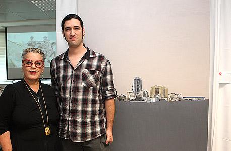 האמן גיא גרינברג וחנה פרי-זן, צילום: אוראל כהן