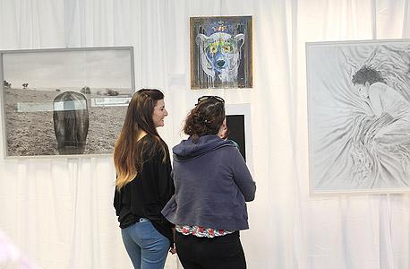 מבקרות בתערוכה, צילום: אוראל כהן