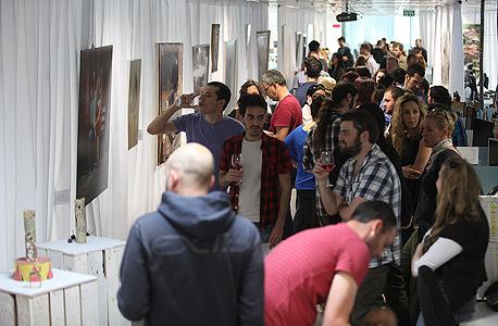 מבקרים בתערוכה, צילום: אוראל כהן