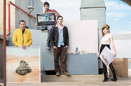 משמאל עם כיוון השעון: גדעון לוין (מקום ראשון), רועי אפרת (מקום שני), גיא גרינברג (מקום שלישי) ויעלי גבריאלי (מקום שלישי), עם העבודות הזוכות