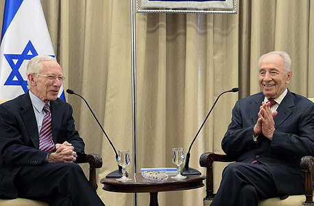 """נשיא המדינה שמעון פרס ו פרופ' סטנלי פישר, צילום: מארק ניימן/ לע""""מ"""