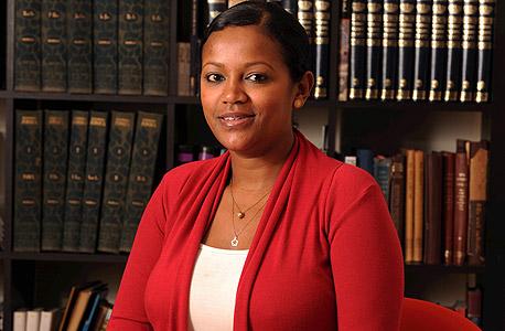 """פנינה גדאי אגניהו, חברת המל""""ג: """"יוצאי אתיופיה רבים בוחרים מראש ללמוד במכללות בגלל הפחד לא להתקבל לאוניברסיטה. במכללה יותר קל, אתה יודע שאתה מתקבל ומתחיל את הלימודים בתחושת הקלה, בלי הפחד מכישלון"""" , צילום: יובל חן"""