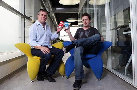 נדב (מימין) ואבישי אברהמי. נלחמים על העובדים מול ענקיות אמריקאיות כמו פייסבוק