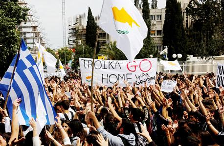 """הפגנות בקפריסין. אחד הלקחים מקפריסין, אומרת אדמתי, הוא ש""""כולם מתעלמים מסיכון, ומקווים שזה יעבוד"""""""