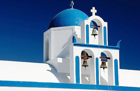 פעמוני כנסייה בסנטוריני, יוון. מי רשאי לצלצל בפעמון?