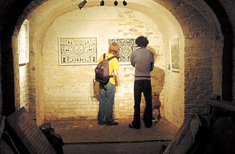 Crypt Gallery: תערוכות ומיצגים. הכניסה בחינם