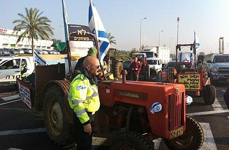 תושבי עמק חפר חוסמים את כביש 4 במחאה על מתקן קליטת הגז (ארכיון)