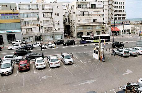 """המגרש בנמל תל אביב. כאן פעל המועדון """"תל אביב הקטנה"""", צילום: אריאל בשור"""