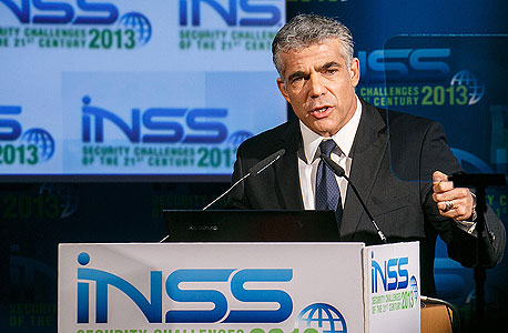 שר האוצר יאיר לפיד נואם בכנס NISS, צילום: אסף שילה ישראל סאן
