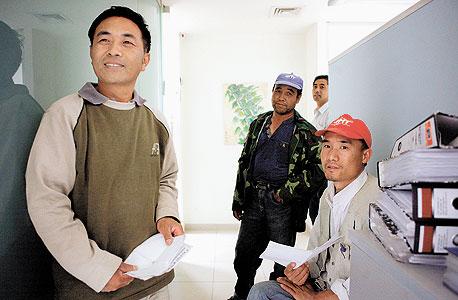 פועלים סינים. הקבלנים מעדיפים אותם