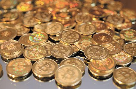 ביטקוין (Bitcoin). מטבע דיגיטלי וירטואלי שנוסד ב־2009. הסחר בביטקוין (BTC) מנוהל על ידי מערכת מבוססת קוד פתוח, ולא עומדים מאחוריו מדינה, חברה או בנק. כל מטבע הוא בעצם מספר ארוך במיוחד ומוצפן, שמזהה את המטבע ואת המשתמש שמחזיק בו
