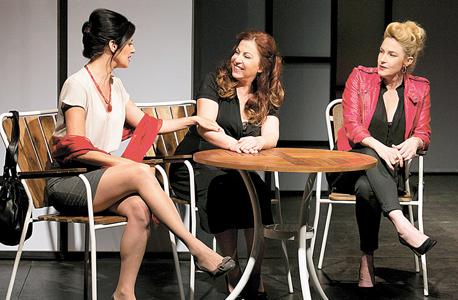 מימין: מיה דגן, שרית וינו אלעד ויעל לבנטל. המקומות האינטימיים בחברות נשית