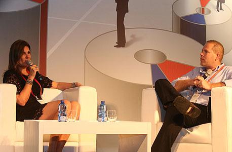 עמיר קורץ בשיחה עם עינב אדיב-ברר ועידה  הוועידה לעסקים קטנים ובנוניים , צילום: נמרוד גליקמן