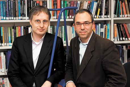 """מחברי הספר """"ביג דאטה"""" מאייר שונברגר (משמאל) וקוקייר"""