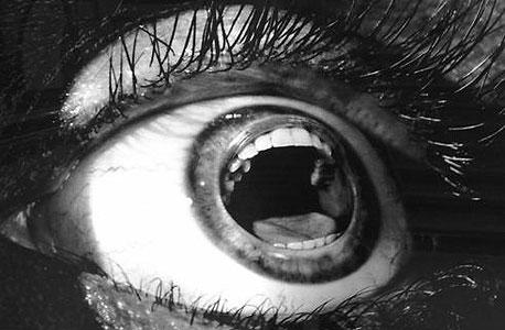 העין הצווחת היא בערך, התמונה הכי עדינה בטאמבלר הזה. שומר נפשו ירחק