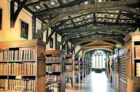 אוקספורד. ספריית Bodleian תשעה מיליון ספרים עתיקים וחדשים