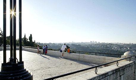 """טיילת ארמון הנציב בירושלים. מסלול: 5.6 ק""""מ. אטרקציות: אתר ארכיאולוגי ומזרקה"""