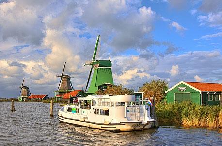 הולנד, נהר Vecht. מ־1,560 יורו לסירה ל־5–3 אנשים