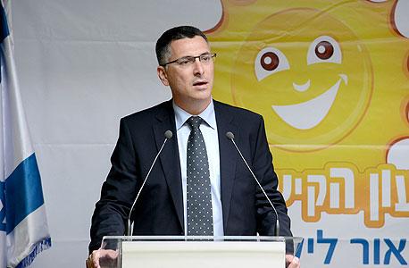 """שר הפנים גדעון סער במסיבת עיתונאים על הארכת שעון קיץ, צילום: קובי גדעון, לע""""מ"""