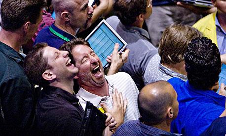 """שיא בארה""""ב: משקיעים הזרימו בשבוע 36.5 מיליארד דולר לקרנות הסוחרות במניות"""