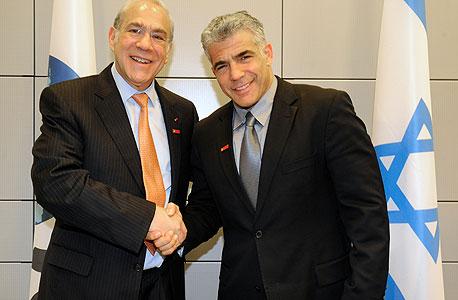 """שר האוצר יאיר לפיד מזכ""""ל OECD אנחל גורייה, צילום: ארז ליכטפלד"""