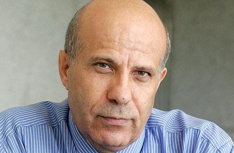 אוסקר אבורזק, לשעבר המשנה למנהל רשות המסים