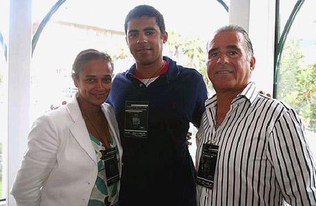 מימין אהוד לניאדו, איזבל דוש סנטוס ובעלה, סינדיקה דוקולו  הקונגולי