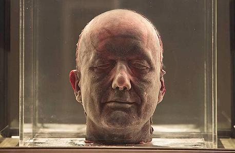 דיוקן עצמי של מרק קווין העשוי מדמו הקפוא (באדיבות Fondazione Giorgio Cini)